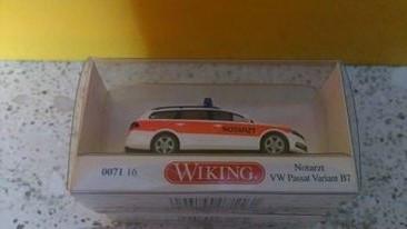 Wiking 007116 Notarzt VW Passat Variant B7