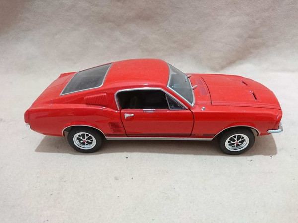 Welly 1:24 - 22522 FORD Mustang GT 1967 Fastback in rot