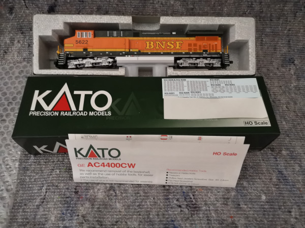 Kato 5622 EMD GE AC 4400 CW BNSF Heritage II