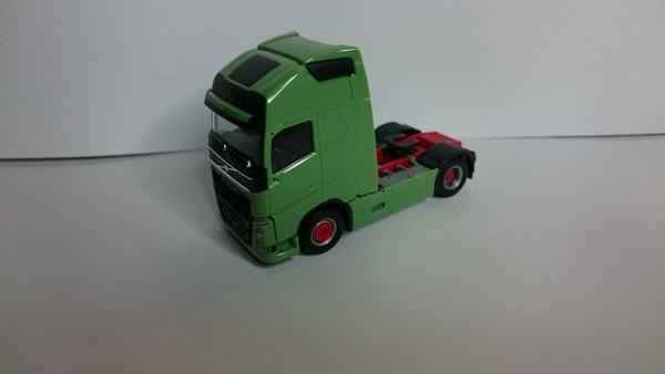 Herpa 590671 Volvo GL FH 2013 Zugm. 2achs vvsp. (FH grün, Chassis rot , Seiterverkleidung grün, Felg