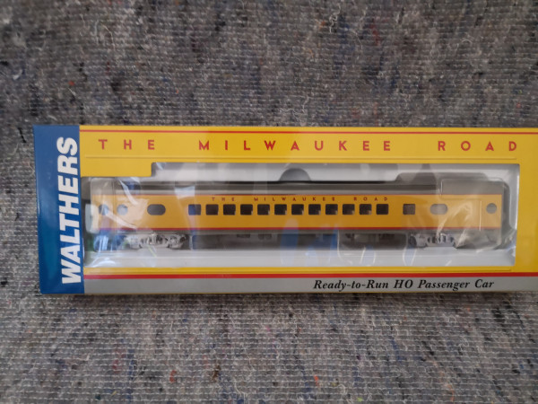 Walther 932-9281 Milwaukee Road 52 Seat Coach
