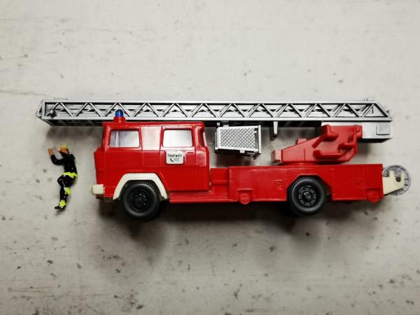 Wiking Magirus DLK 23-12 mit Preiser Feuerwehrmann