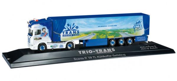 "Herpa 121453 Scania R TL Kühlkoffer-Sattelzug ""Bayern Star III / Trio Trans"" in PC Vitrine"