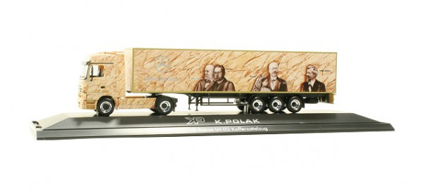 "Herpa 120784 Mercedes-Benz Actros LH Koffer-Sattelzug ""K. Polak"" (PL) in PC Vitrine"